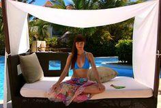 Soleil tout inclus en Jamaïque - avec Vanessa Pilon  SHAN.ca Swim Wear, Amazing Destinations, Outdoor Furniture, Outdoor Decor, Latest Fashion Trends, Classic Style, Colours, Vacation, Pretty