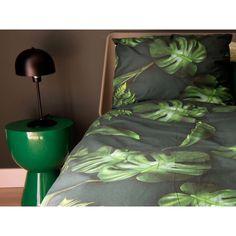 Pościel Snurk Green Forest 140x200 w Decoarty.pl Blue Duvet, Green Bedding, Unicorn Duvet Cover, Flannel Duvet Cover, Dark Green Background, Cozy Place, Green Backgrounds, Duvet Cover Sets, Green Colors