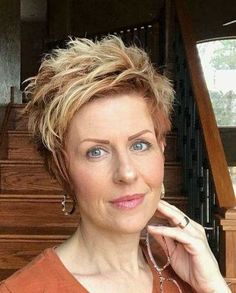 Older-Woman-Pixie-Style Best Short Haircuts for - Hair Styles Pixie Haircut For Thick Hair, Bob Hairstyles For Fine Hair, Short Hair With Bangs, Short Hairstyles For Women, Short Hair Cuts, Short Pixie, Pixie Cuts, Layered Hairstyles, Edgy Haircuts