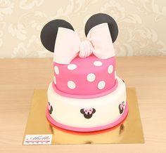 """Детский торт """"Минни принцесса"""" Торт для маленькой принцессы в стиле #миннимаус, оформленный в нежной розовой гамме привлечёт к себе всё внимание приглашённых гостей на празднике! А ваша любимая именинница придёт в восторг от такого нежного и в тоже время красочного торта в тематике любимого мультипликационного персонажа. Дарите Вашим чадо только самые счастливые моменты Тортик как на фото можно заказать от 2-х кг всего за 2150₽/кг☺️ Специалисты #Абелло готовы помочь с выбором красивого и…"""