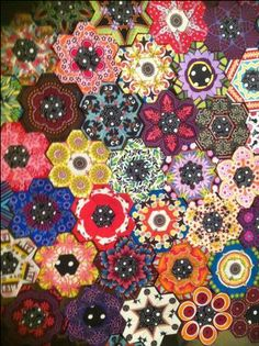 Hexagon Kaleidascope Quilt...,this is one id love to try but id definetly have to watch a few tutorials and finish my secret Santa quilt and Lizzie's bray quilt