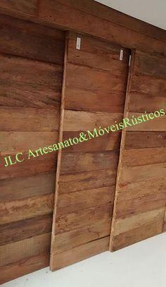 Porta de correr de 3 folhas,feito com madeira de demolição.