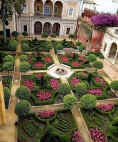 Formal Garden Design, Herb Garden Design, Italian Garden, Garden Architecture, Formal Gardens, Parcs, Dream Garden, Garden Inspiration, Botanical Gardens