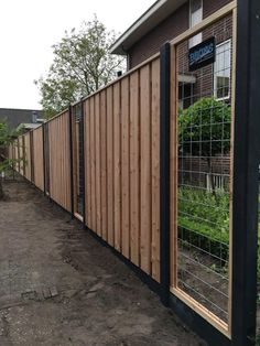 Supplied fencing in French white Douglas wood with mesh inserts - Innen Garten - Eng Privacy Fence Landscaping, Home Landscaping, Backyard Fences, Landscape Design, Garden Design, Fence Gate Design, Backyard Creations, Garden Makeover, Garden Deco