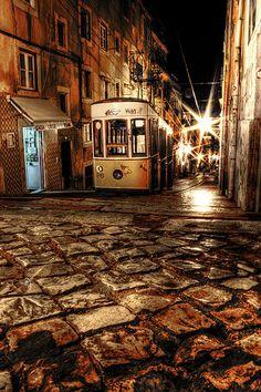 Tranvia nocturno. Night streetcar. by J.A. Alcaide