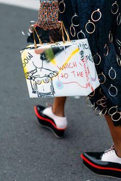 Montre pour femme : Paris Fashion Week Street style by The Petticoat -Michelle Elie Marc Jacobs Bag after Stella McCartney Fashion Week, Fashion Bags, Girl Fashion, Fashion Accessories, Fashion Looks, Fashion Trends, Paris Fashion, Fashion Jewelry, Lifestyle Fashion