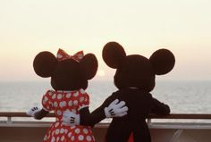 mickey and minnie mouse love cute disney happy micky mouse minnie mouse Disney Magic, Walt Disney, Cute Disney, Disney Dream, Disney Mickey, Disney Parks, Disney Nerd, Disney Couples, Mickey And Minnie Love