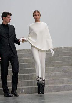 Stéphane Rolland Haute Couture Paris Summer 2013 women beauty and make up Haute Couture Paris, Valentino Couture, Chanel Couture, Haute Couture Fashion, Fashion Mode, Fashion Week, Look Fashion, Runway Fashion, Womens Fashion