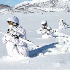 Turkish Army Commados in Winter exercise Turkish Military, Turkish Army, Military Weapons, Military Art, Ghost Recon 2, Turkish Soldiers, Special Forces, Tactical Gear, Armed Forces
