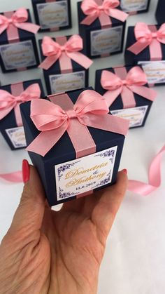 Elegant navy blue wedding favor gift box with blush satin ribbon bow and custom names. Personalized bonbonniere for candies or small souvenir to thank guests. Wedding Favours Navy Blue, Blue And Blush Wedding, Elegant Wedding Favors, Wedding Gift Boxes, Wedding Welcome Bags, Wedding Favors For Guests, Wedding Gifts, Blue Coral Weddings, Bow Wedding