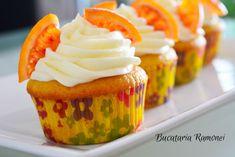 Cupcakes cu portocale si frosting de branza sunt un delicios si aromat desert, simplu de preparat care va va incanta nu doar privirea ci mai ales papilele gustative.