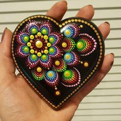Stone Art Painting, Dot Art Painting, Rock Painting Designs, Mandala Painting, Rock Painting Ideas Easy, Mandala Painted Rocks, Mandala Rocks, Stone Crafts, Rock Crafts