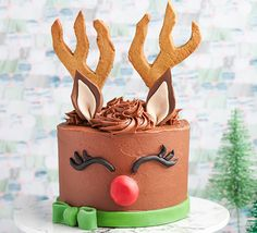 Magical reindeer cake Bake a Christmas cake that looks like Rudolph! Kids will love it and everyone will enjoy the rich chocolate sponge with buttercream and biscuit antlers Christmas and New Year Cake and Cuisine Recipes Reindeer Cakes, Black Fondant, Anniversaire Harry Potter, Cocoa Cinnamon, Chocolate Sponge, Chocolate Cheese, Fondant Icing, Cake Board, Recipes