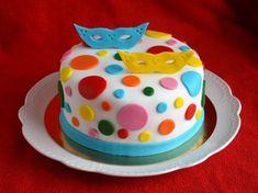 Tortaburkolás marcipánnal / fondanttal – rész: A torta előkészítése – Sweet & Crazy Fondant, Birthday Cake, Desserts, Food, Sweet, Google, Tailgate Desserts, Candy, Deserts