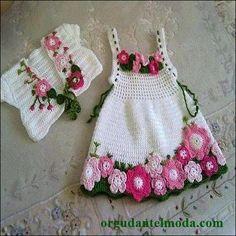 renk-renk-çiçek-işlemeli-bolerolu-örgü-kız-bebek-elbisesi