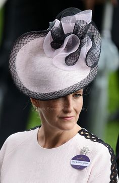 Sophie, Countess of Wessex attends Royal Ascot Day 1 at Ascot Racecourse on June 2018 in Ascot, United Kingdom. (Photo by Mark Cuthbert/UK Press via Getty Images) Royal Tiaras, Royal Jewels, Royal Monarchy, British Monarchy, Countess Wessex, Hats For Women, Ladies Hats, Lady Louise Windsor, Ascot Hats