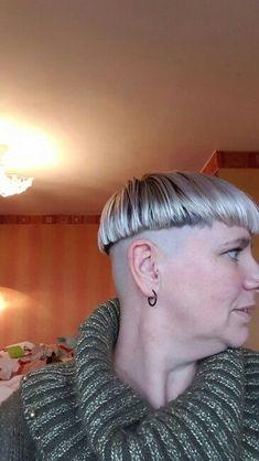 Older women can rock a bowlcut too:) Bowl Haircuts, Short Bob Haircuts, Bowl Cut Hair, Clipper Cut, Shaved Nape, Hair Tattoos, Page Boy, Bad Hair, Older Women