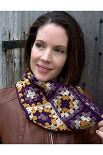 Plymouth Yarn Co: F594 Granny Square Cowl - Free crochet pattern by Vanessa Ewing. Pdf also available here: https://www.plymouthyarn.com/f594