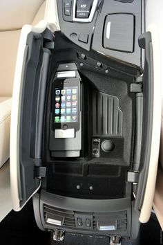 2013 BMW 5 ActiveHybrid  Console Design, holds iphones, but still looks static