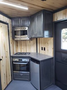 When you love adventures and trekking, a camper trailer can add to your pleasures. Contemplating the benefits provided by camper trailers, the final t. Enclosed Trailer Camper Conversion, Cargo Trailer Conversion, Enclosed Trailers, Small Enclosed Trailer, Converted Cargo Trailer, Toy Hauler Camper, Diy Camper Trailer, Flatbed Trailer, Trailer Build