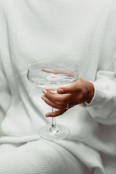 #white #белый #aesthetic #эстетика #обои #hands #руки #wallpaper #foundalighter Glass Photography, Minimal Photography, Jewelry Photography, Photography Aesthetic, White Aesthetic, Aesthetic Photo, Hand Pose, Mood Images, Doha