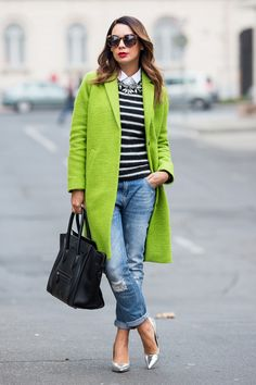 Here are 18 Stylish Winter Looks to get you inspired for your next winter outfit combination. Winter is the time to add as many things as you like. Winter Fashion Outfits, Casual Outfits, Outfit Winter, Green Outfits, Outfit Trends, Outfit Ideas, Green Coat, Winter Looks, Ideias Fashion