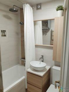 Small Bathroom Ideas On A Budget, Simple Bathroom, Flat Interior, Apartment Interior, Small Apartments, Small Spaces, Space Saving Bathroom, Bathroom Layout, House Rooms