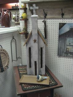Another beautiful prim Church. Saltbox Houses, Bird Houses, Small Wooden House, Country Christmas Decorations, Butterfly House, Church Crafts, Miniture Things, Little Houses, Rustic Farmhouse