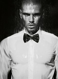 victor valdes Fc Barcelona, Capricorn Man, Black Tie Affair, Blonde Guys, Brad Pitt, Chris Hemsworth, Sexy Men, Beautiful People, Handsome