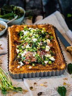 Grönkålspaj med fetaost och lufttorkad skinka