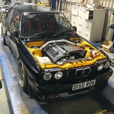 BMW E30 M3 black Bmw E30 325, Bmw E34, Car Engine, Engine Swap, Bmw M3 Sport, Stance Nation, Bmw E30 Coupe, Volkswagen, Carros Bmw