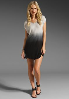 Dip-dye tunic. Gorg! Love the sandals too!
