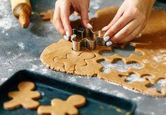 Hemmagjord pepparkaksdeg – bästa receptet | Land Pepparkakor, Gingerbread Cookies, Buns, Sweets, Cakes, Desserts, Christmas, Food, Gingerbread Cupcakes