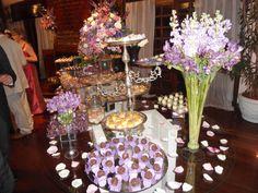 Raquel & Matthieu - Decoração de casamento em tons de lilás - arranjos florais - mesas de doces - Déco mariage palette violette - tables de desserts - wedding decoration - desserts' table - purple & lilac colors - Rio de Janeiro