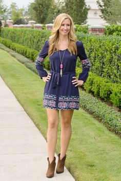 Navy Dress with neon accents for the perfect fall look. Paired with booties and a Kendra Scott Rayne Necklace.