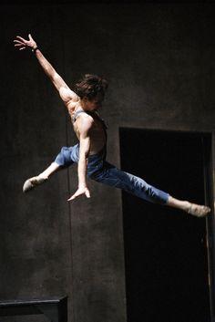"""Nicolas Le Riche dans """"Le jeune homme et la mort"""" de Roland Petit"""
