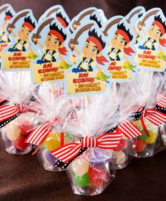 Basitos Acrílicos con gomitas  cumpleaños  Jake y Los Piratas