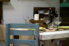 Chloe decoration # pallets# vintage chairs# sillas vintage#