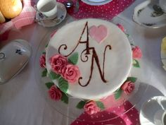 My first attempt to make a pie with marzipan and fondant. I love the roses! The letters are made with a template I made and chocolatpowder.