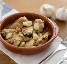 Alitas de pollo y la salsa de los 40 dientes de ajo. Receta