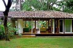 "casa em ubatuba : : Like the styling, mix of modern/natural, windows. ""open"" hallway to court yard/pool along guest bedrooms? Tropical House Design, Tropical Houses, Bungalow, Casa Patio, Tropical Architecture, Courtyard House, Little Houses, Cozy House, My Dream Home"