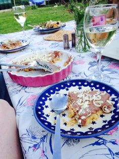 Alfresco dining with Polish Pottery.