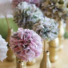 On vous partage sur le blog (lien dans notre bio) le DIY de nos fleurs en papier réalisé pour la déco de notre mariage ! De jolies fleurs synthétiques dont on profite encore aujourd'hui dans notre décoration😊  #deco #wedding #fleurs #diy #doityourself #handmade #creations #colors #love #flowers #mariage #decoration #homesweethome