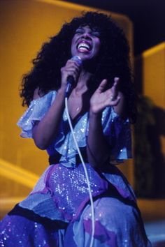"""""""The Queen of Disco"""" died today at She leaves behind a legacy of beautiful music — and beautiful photos. Here's a look back at her life of sequins, fabulous hair and sartorial surprises. Summer Hairstyles, Cool Hairstyles, Hairstyle Photos, Dona Summer, Great Pic, Summer Lookbook, Cool Photos, Amazing Photos, Female Singers"""