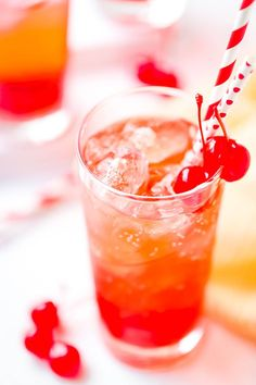 Everyone loves this Shirley Temple drink recipe when you serve it at parties. It's a delicious non-alcoholic drink with only a few ingredients and super simple to make. Perfect for kids, expecting Mom's or anyone that prefers a mocktail instead of a cocktail! #shirleytemple #drink