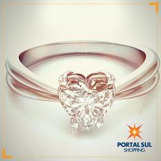 As peças mais bonitas estão na Deville Joias.  http://www.portalsulshopping.com.br/loja/Deville+Joias/520