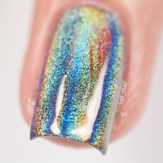 Pin for Later: Holographic Nail Powder Is Making the Beauty Community Lose Its Sh*t Halographic Nails, Hot Nails, Hair And Nails, Holographic Nail Powder, Foil Nail Art, Mirror Nails, Nagellack Trends, Daily Nail, Gel Nail Designs