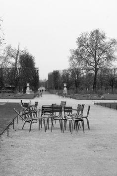 photographie noir et blanc Réunion au jardin des tuileries Paris, décembre 2014
