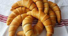 Hozzávalók 16 db kiflihez     80 dkg liszt   20 g cukor   25 g élesztő   200 g víz   240 g tej   80 g vaj   8 g só     A lisztet tálba... Hot Dog Buns, Hot Dogs, Carrots, Bread, Vaj, Vegetables, Cukor, Pastries, Food