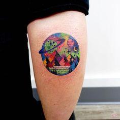24 Bold and Colorful Tattoo Designs by Chotattooer Planet Tattoo by Chotattooer Hand Tattoos, Body Art Tattoos, Sleeve Tattoos, Alien Tattoo, Dark Tattoo, Get A Tattoo, Tattoo Planeta, Tattoo Designs, Planet Tattoos